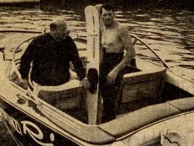 Bruno Cassa e Tom Ponzi immortalati dopo il record della traversata Pola-Cervia l'8 agosto 1968 - Giornale di Brescia - 22 agosto 1968